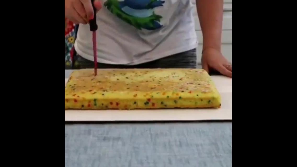 Ideia para fazer um bolo em formato de personagem, fica bem legal!