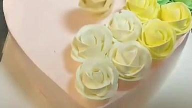 Ideias De Decorações De Bolos Para Aniversários E Casamentos!