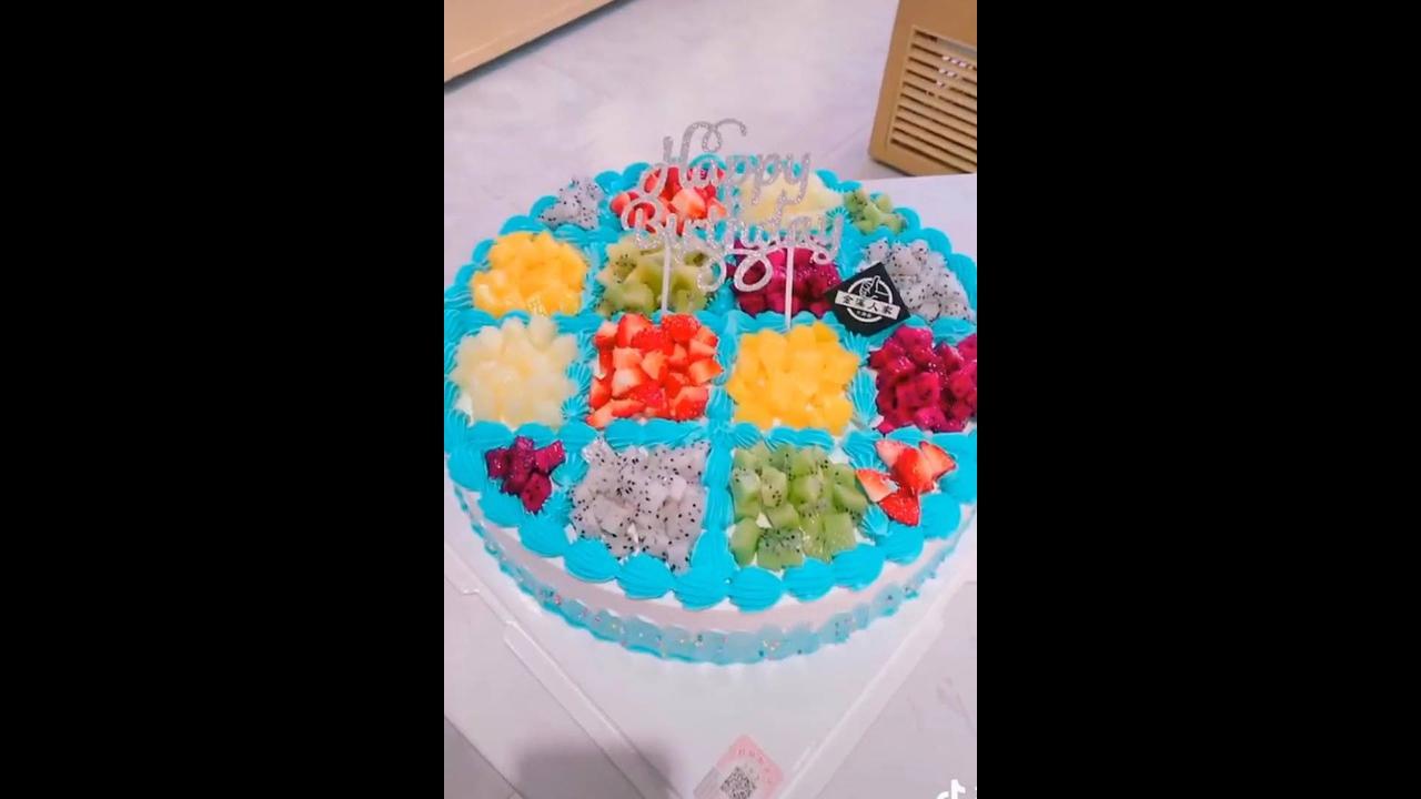 Ideias de decorações de bolos simples e que ficam lindas