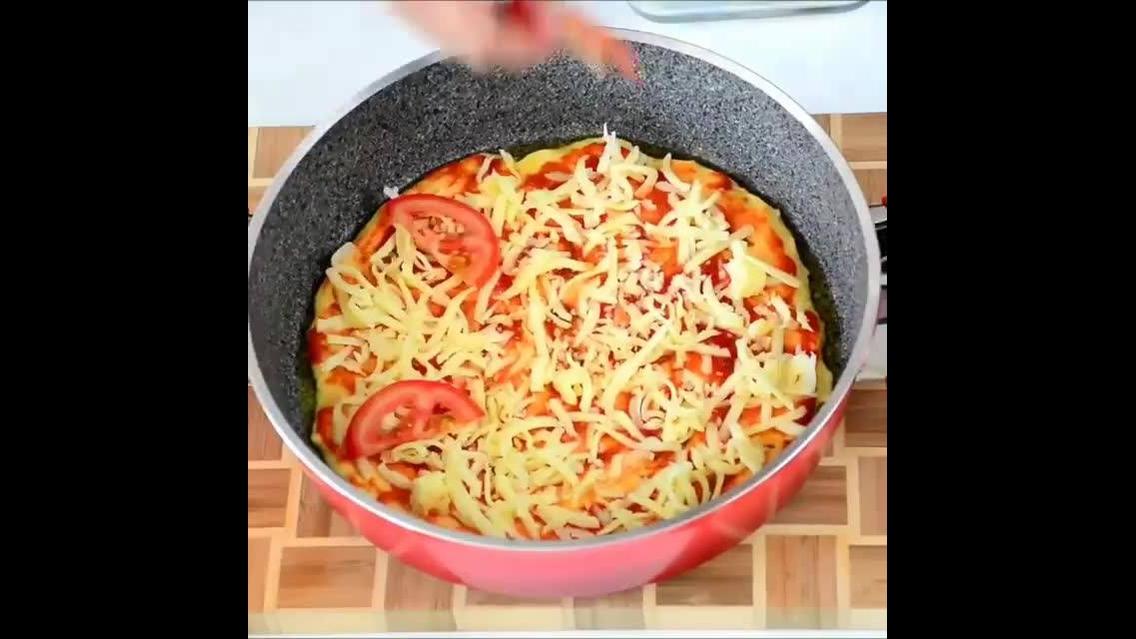 Inspiração de pizza na frigideira
