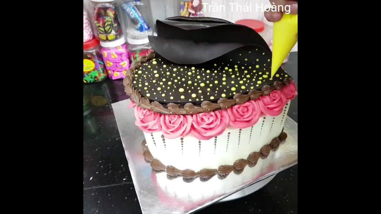 Linda decoração de bolo com corações