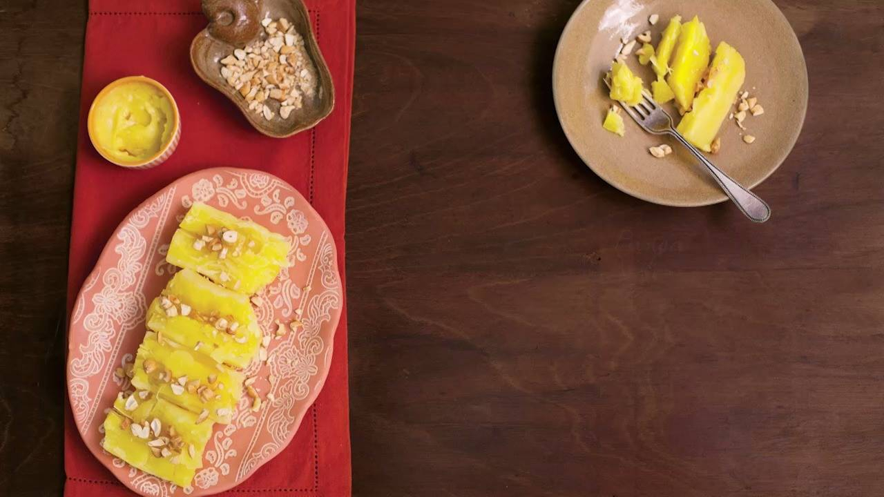 Mandioca cozida com manteiga e castanha de caju