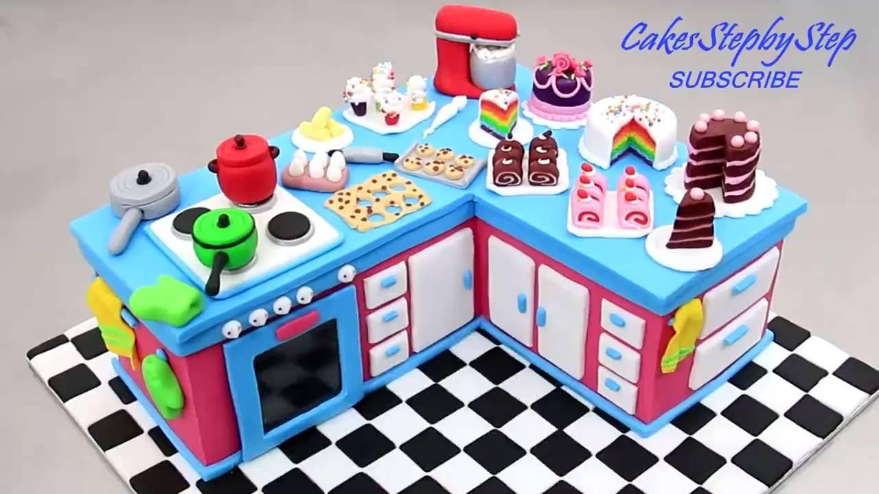 Mini cozinha feita com bolo e pasta americana
