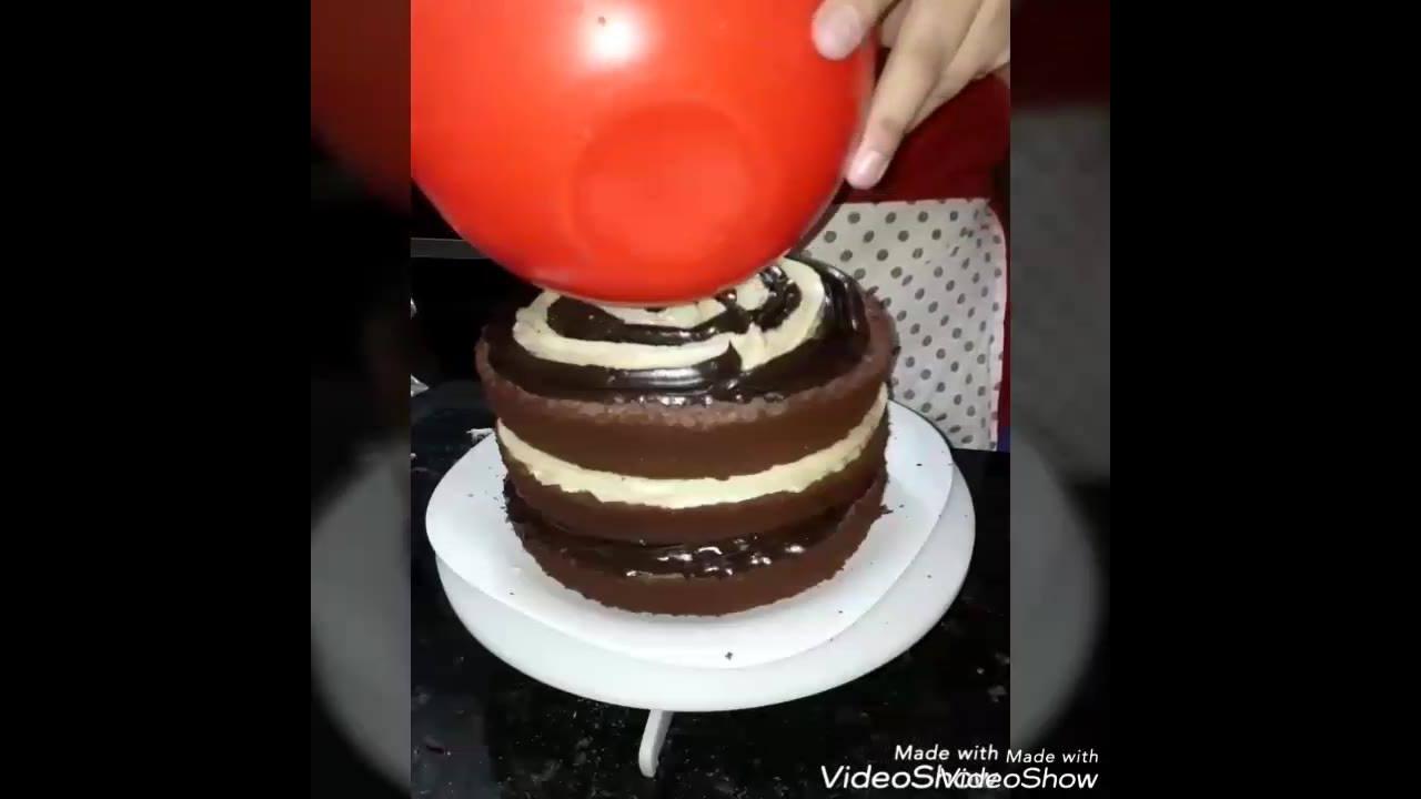 Montagem de um bolo recheado com morango, uma delicia, confira!