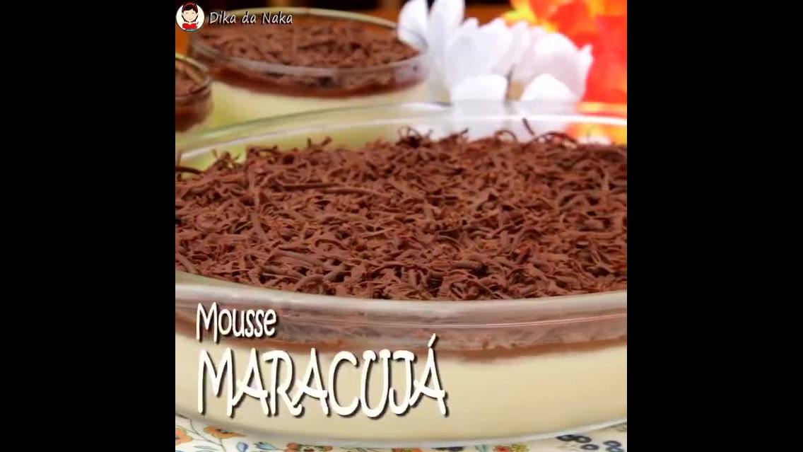 Mousse de Maracujá com cobertura de chocolate, que sonho de receita!