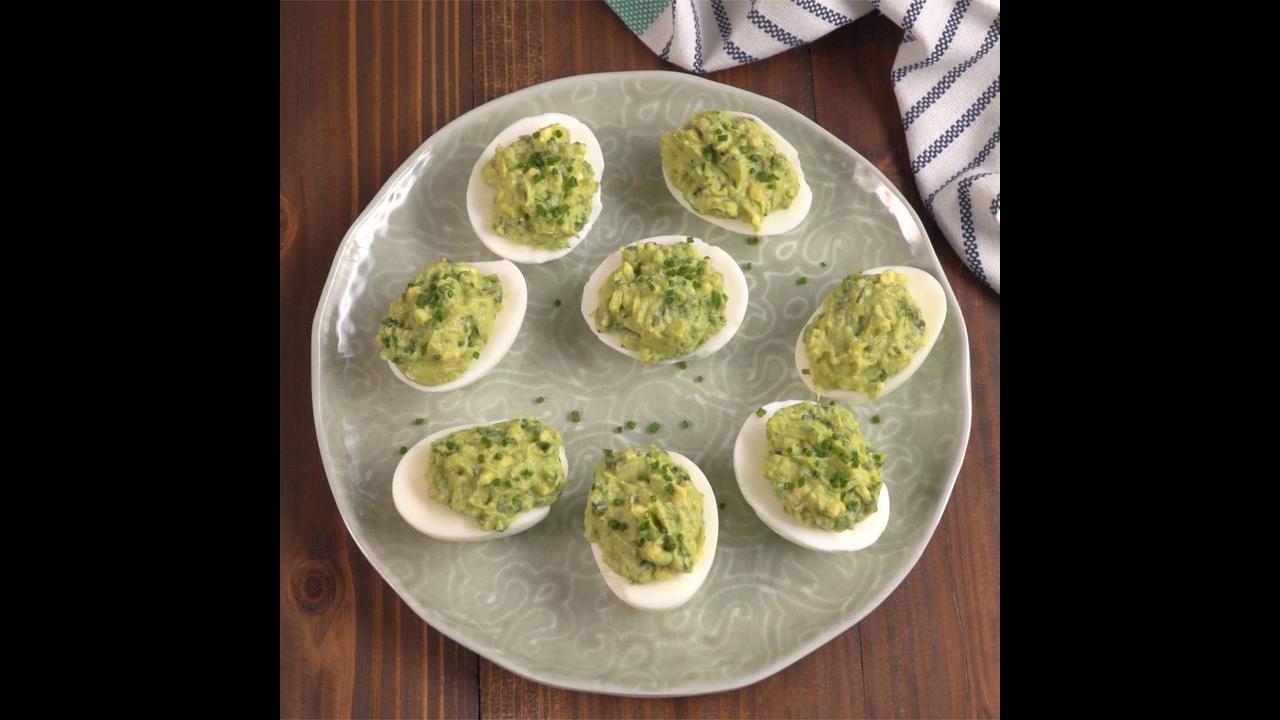 Ovos recheados com guacamole