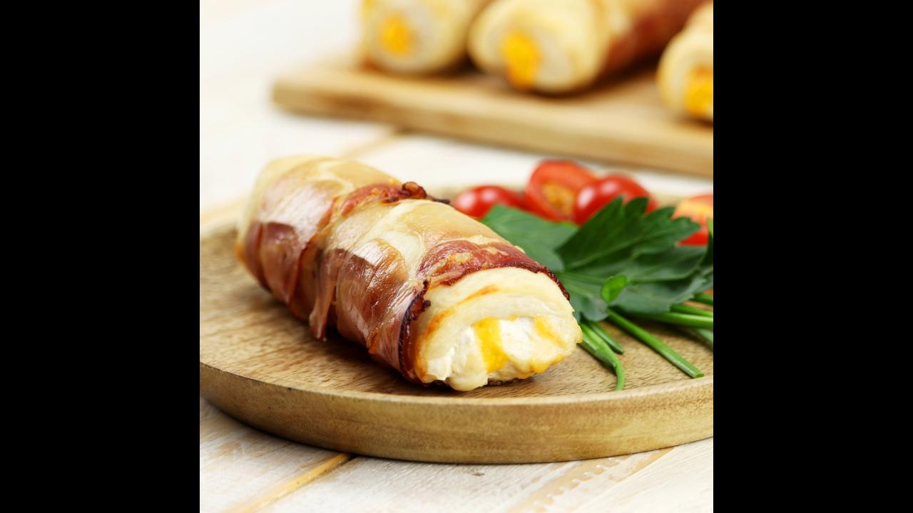 Peito de frango assado com bacon e queijo