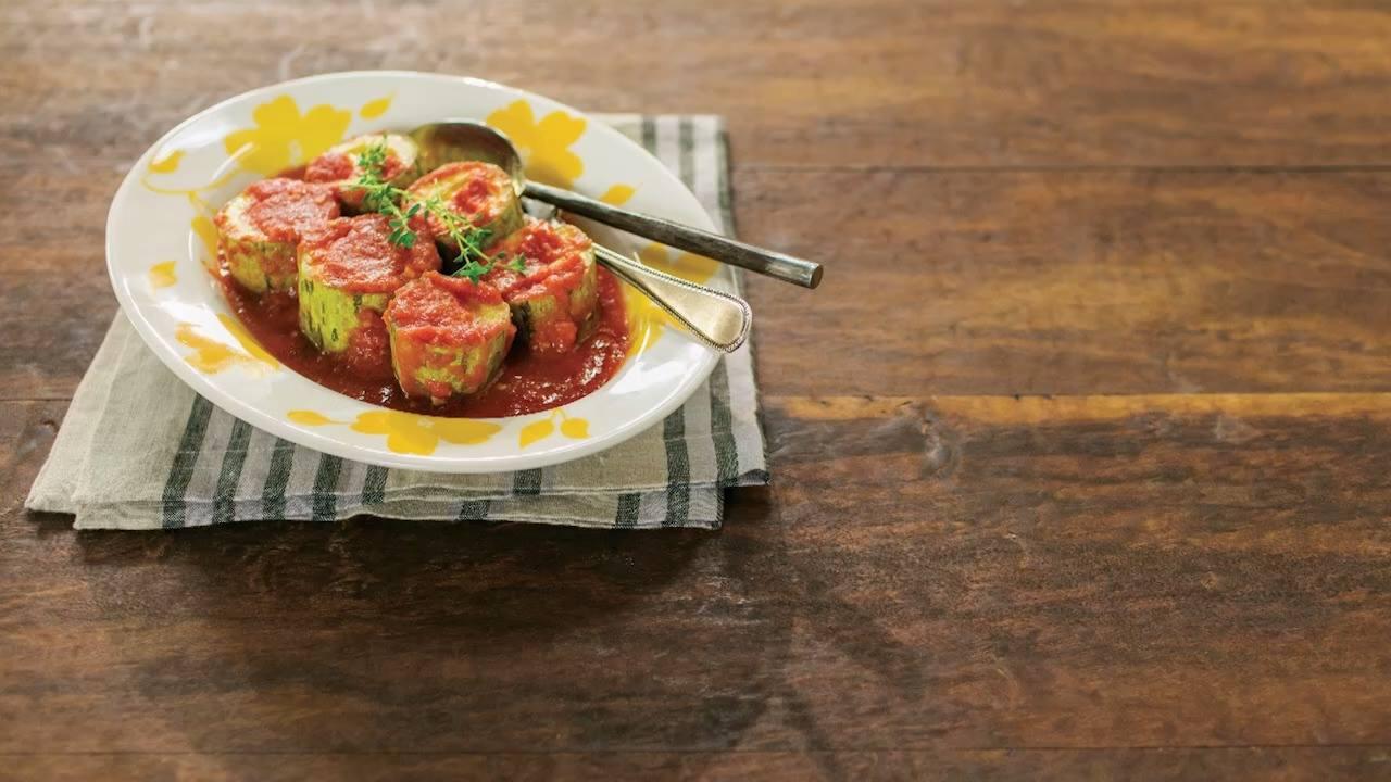 Receita de abobrinha cozida no molho de tomate com tomilho