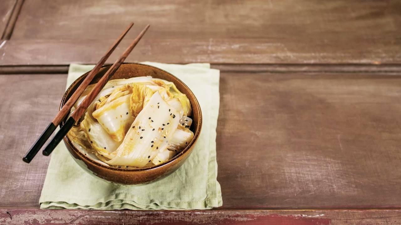 Receita de acelga marinada com shoyu e gengibre