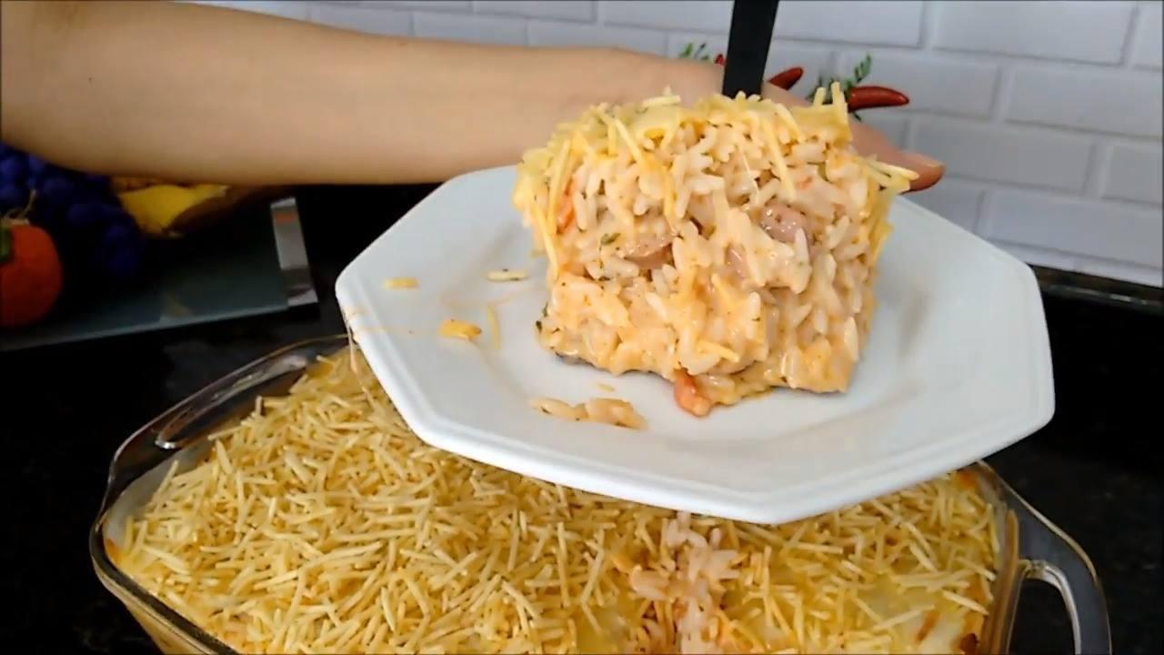 Receita de arroz cremoso com linguíça e batata palha