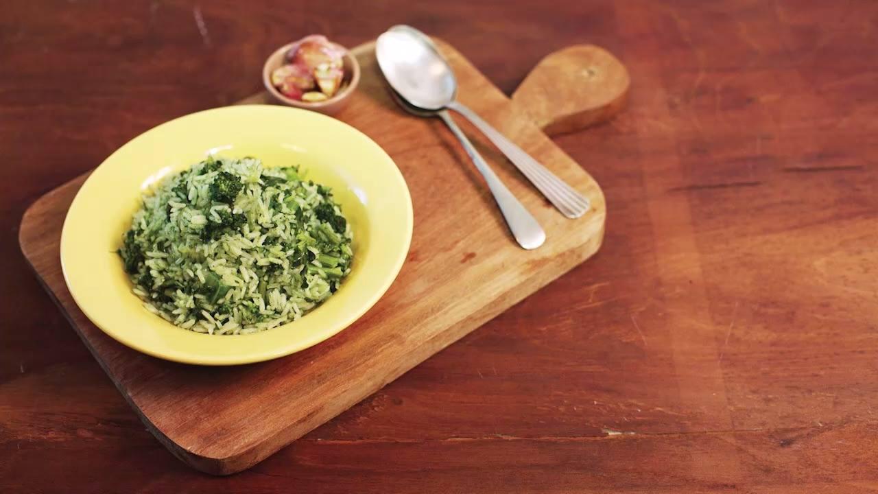 Receita de arroz de brócolis com alho dourado