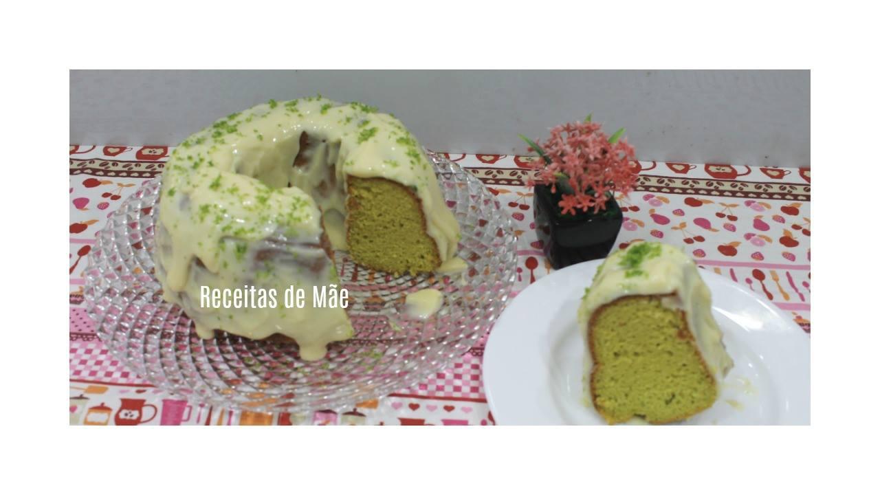 Receita de Bolo de Abacate com mousse de limão por cima, uma delicia!