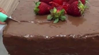 Receita De Bolo De Chocolate - Com Deliciosa Ganache De Creme De Avelã!