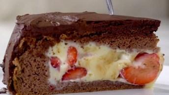 Receita De Bolo De Chocolate Recheado Com Creme E Morangos!