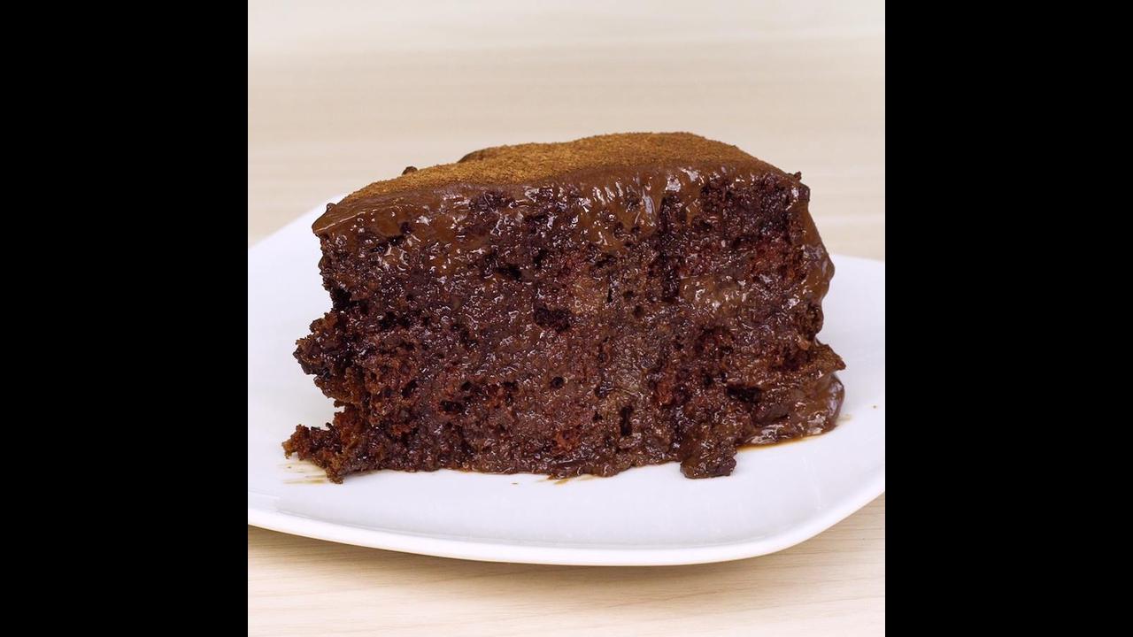 Receita de bolo de chocolate super molhadinho