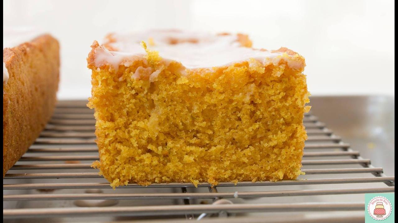 Receita de bolo de fubá com laranja e açafrão