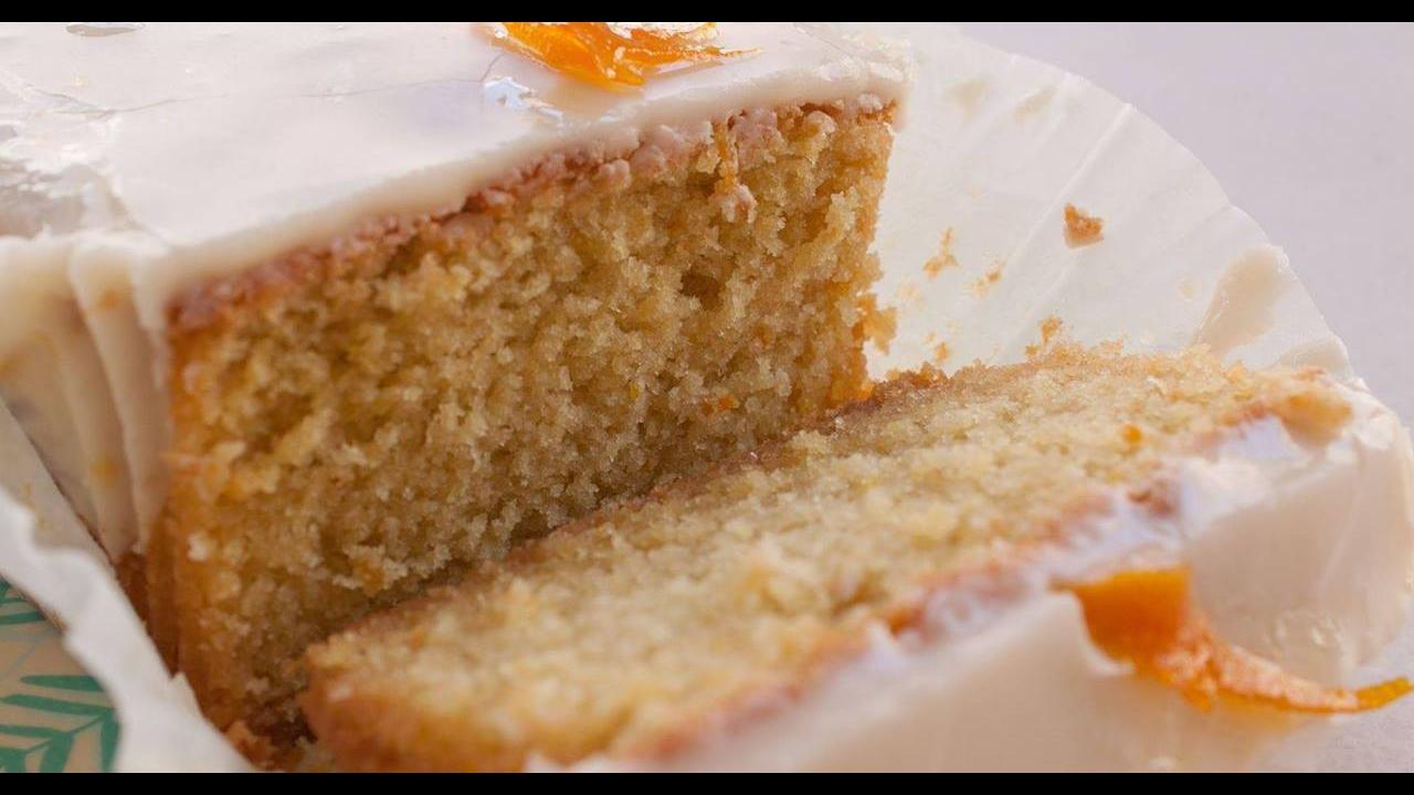 Receita de bolo de laranja com cobertura de chocolate branco