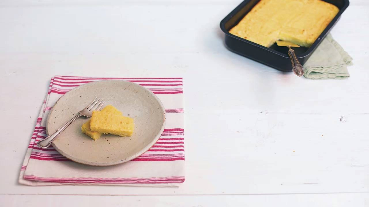Receita de bolo de mandioca cremoso com coco