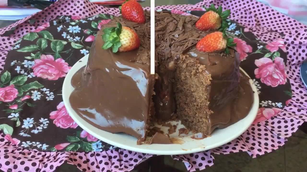 Receita de Bolo Vulcão de Chocolate com Morango