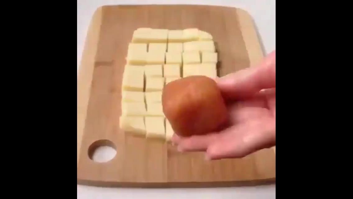 Receita de cubinhos de frango recheado com queijo