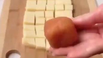 Receita De Cubinhos De Frango Recheado Com Queijo, Uma Delicia De Petisco!