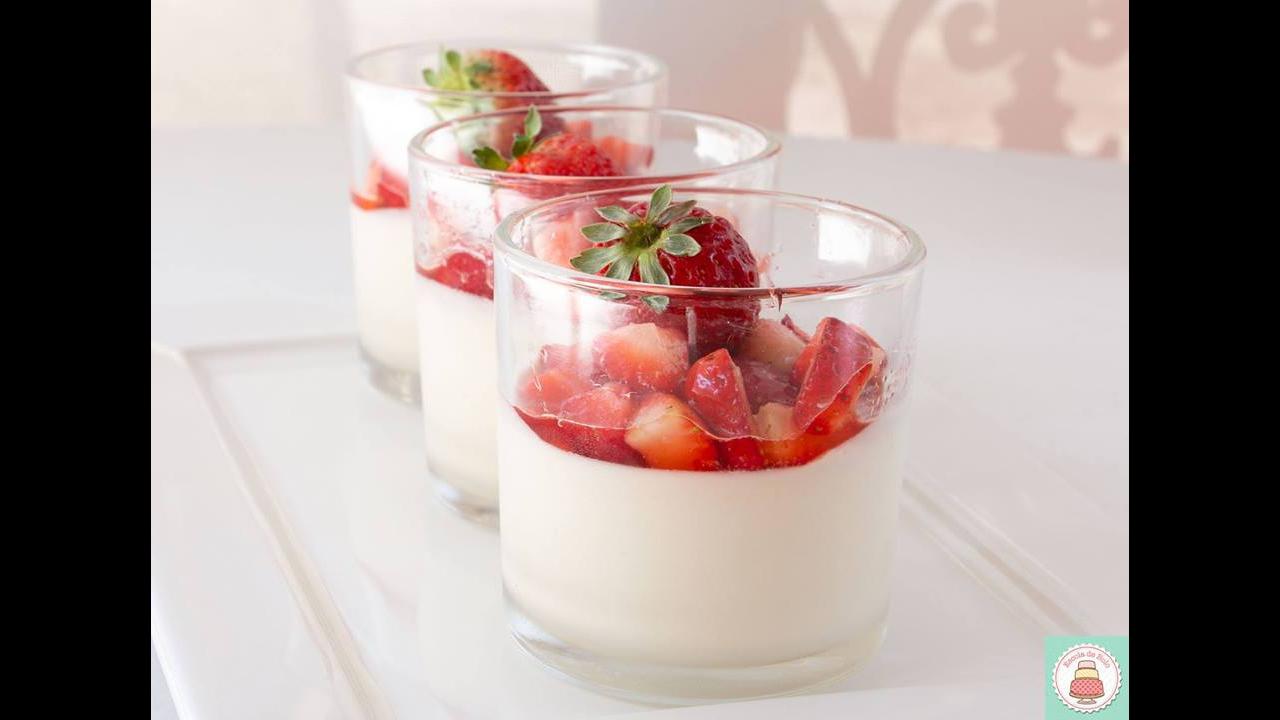 Receita de morangos com mousse de chocolate branco, uma maravilha de sobremesa!
