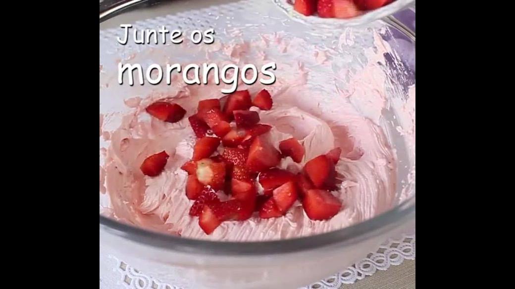 Receita de mousse de morango para rechear bolo
