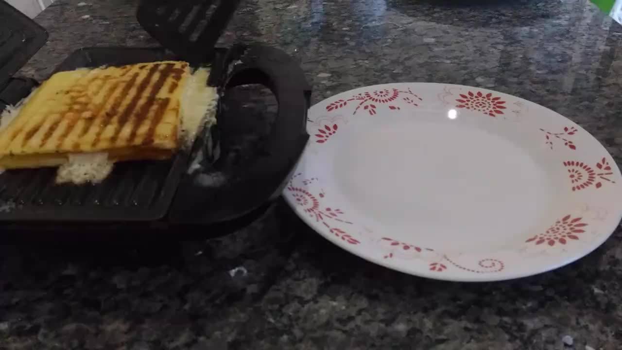 Receita de pão de queijo recheado na sanduicheira