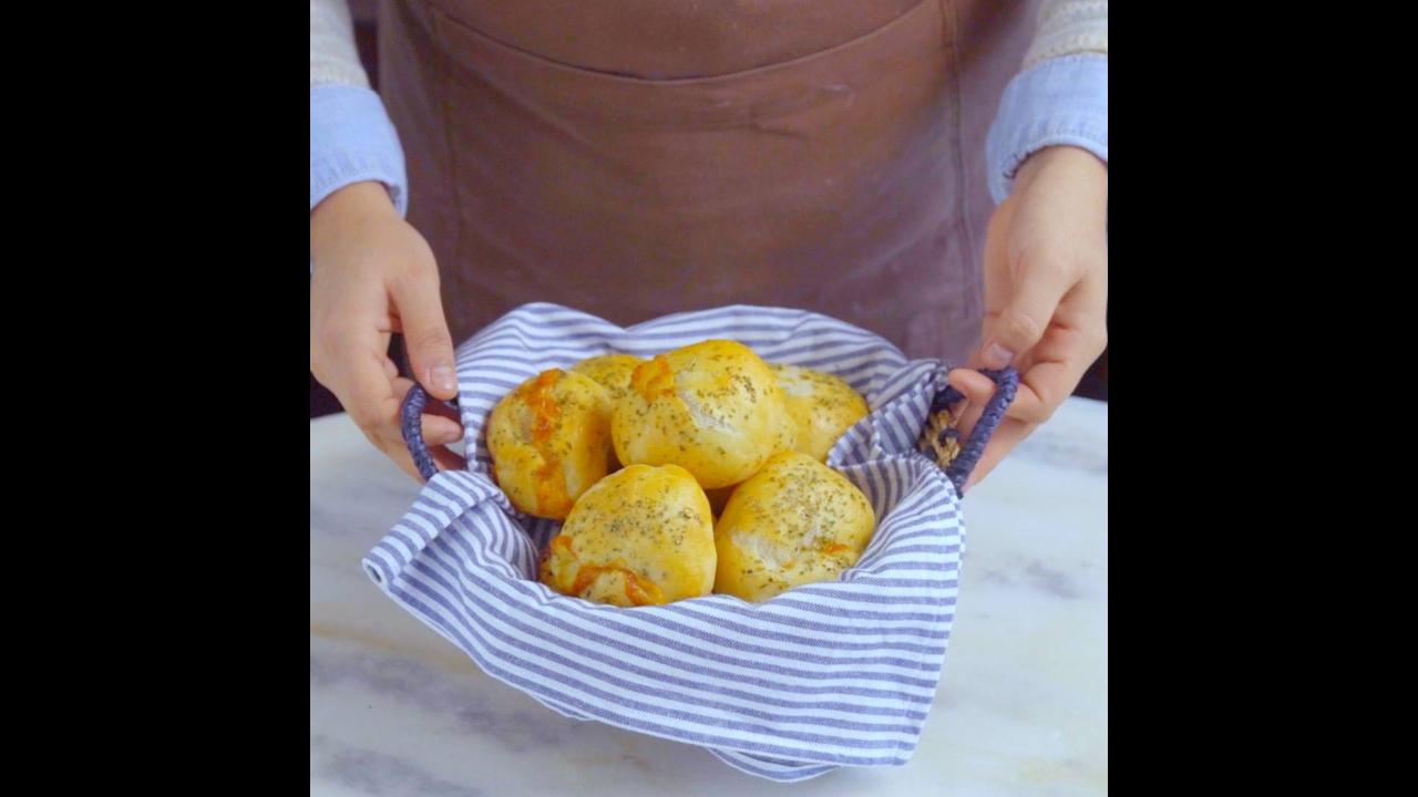 Receita de Pãozinho recheado com presunto e queijo