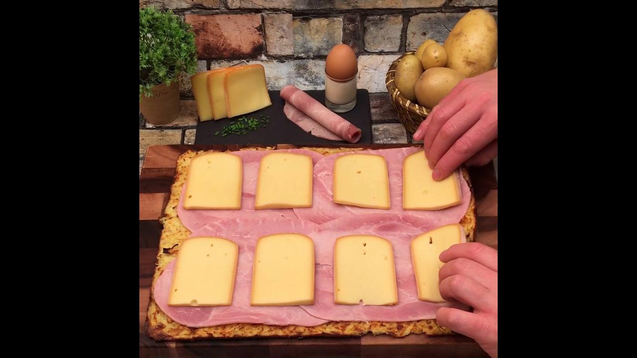 Rolo de batata recheado com presunto e queijo