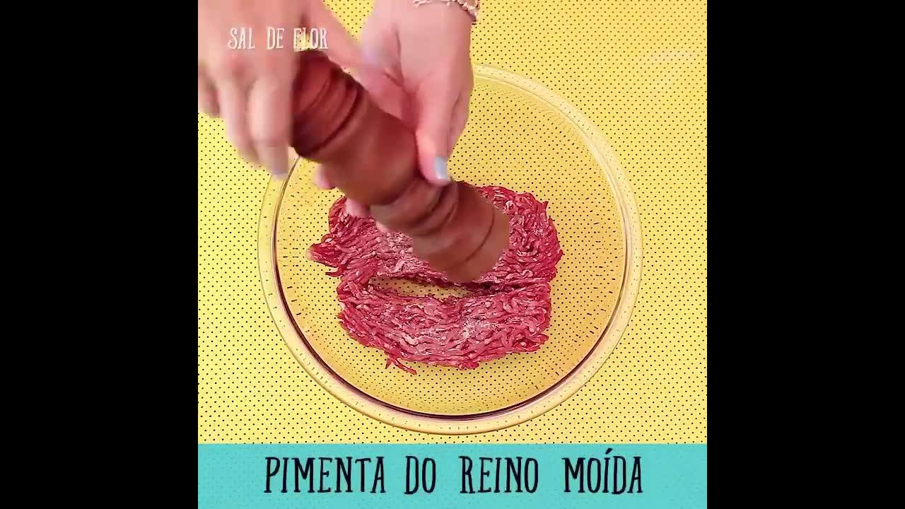 Sanduíche com carne moída e salsicha