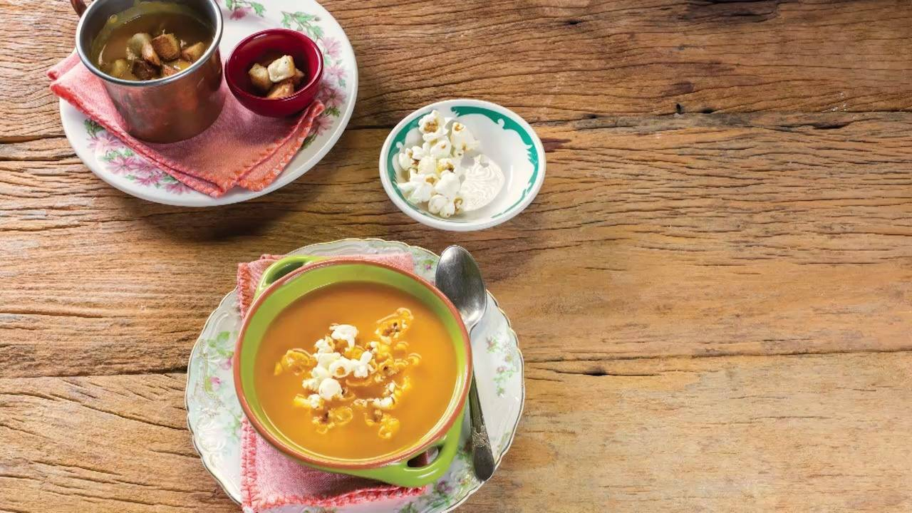 Sopa de Cenoura com Curry e Leite de Coco, para servir quente ou fria!