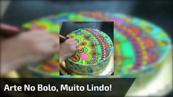 Vídeo Com Bolo Sendo Confeitado, Uma Arte Belíssima Que Requer Muita Habilidade!