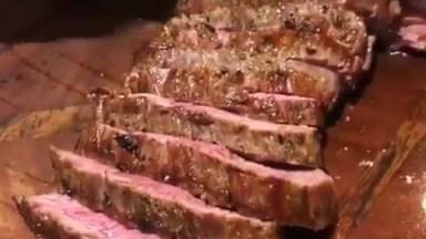 Video Com Carne Assada Mal Passada, Para Dar Água Na Boca Nos Amigos!