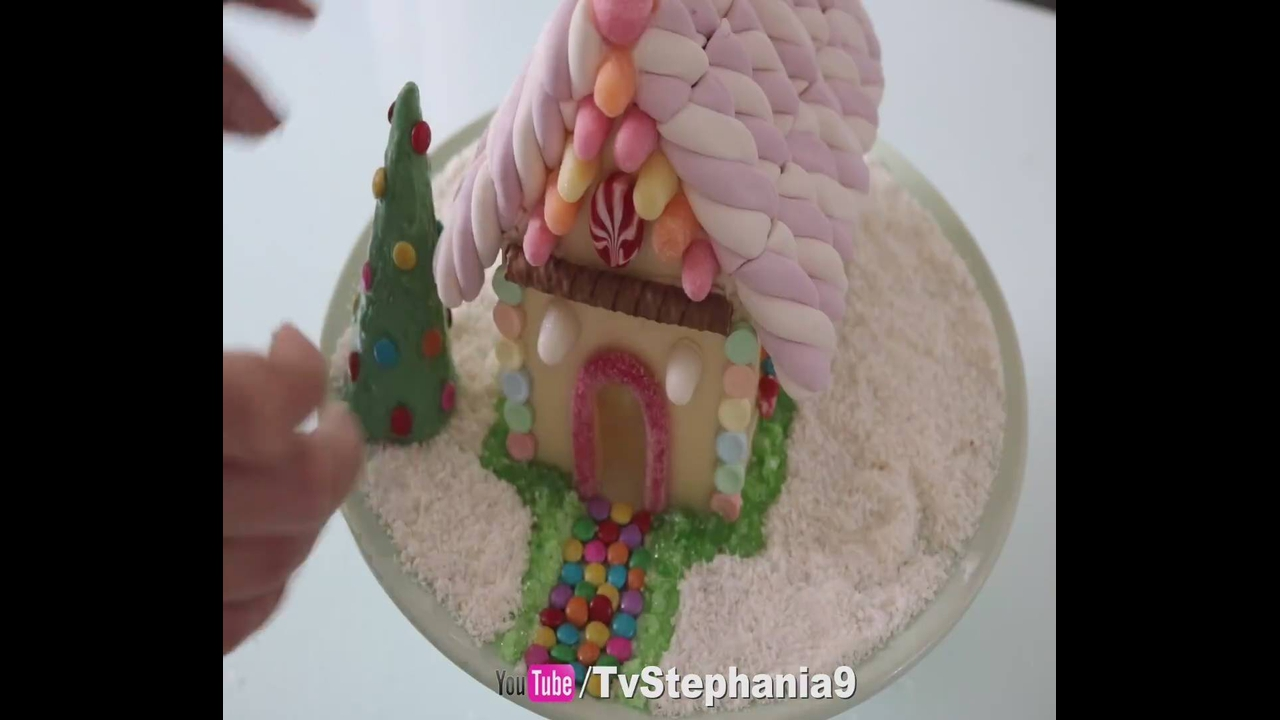 Vídeo ensinando como fazer uma linda casinha de doces para o Natal