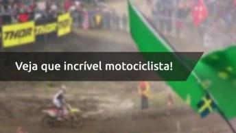Vídeo Mostrando Manobra No Motocross, Veja Que Incrível Motociclista!