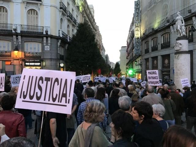 Una asociación recauda fondos para llevar a los tribunales internacionales más de 35 casos de torturadores del franquismo aún vivos