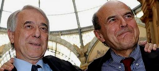 Giuliano Pisapia, neosindaco di Milano, con il segretario del Pd Bersani