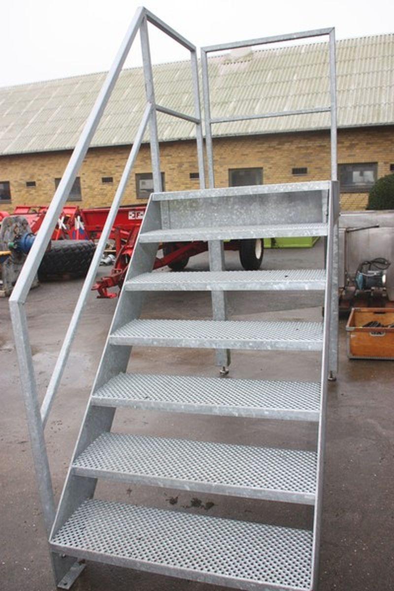 Galvaniseret Trappe Med Repos Og Gelaender Hojde Til Repos Ca 1 5 Meter Kj Auktion Maskinauktioner