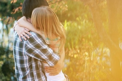 Couple-cute-girl-hug-love-favim.com-54493_large