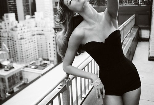 Beautiful-beyonce-black-and-white-diva-empire-state-favim.com-133783_large