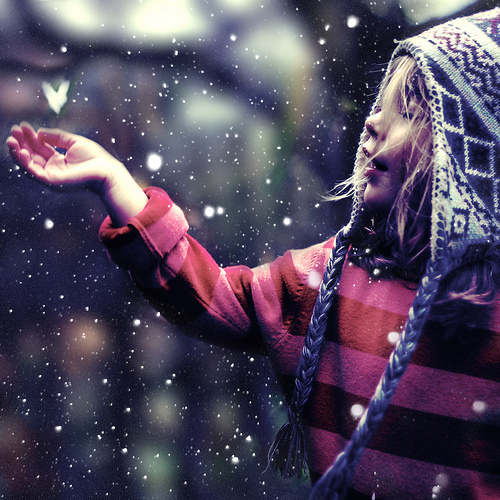 Christmas-cute-falling-girl-snow-favim.com-200423_large