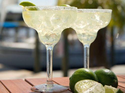 Margarita-drink-beach_22442_600x450_large