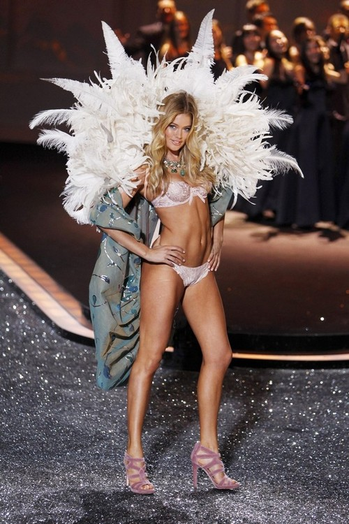 Kroes_doutzen_2009_nov_vs_show15_large