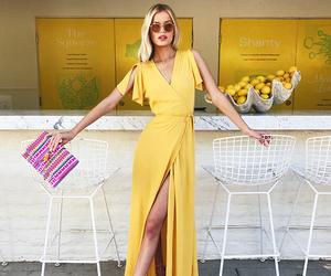 تفسير الملابس الصفراء في الحلم الفستان و الثوب الأصفر في المنام