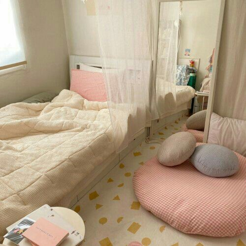 pink aesthetic room shared by myeℓ h