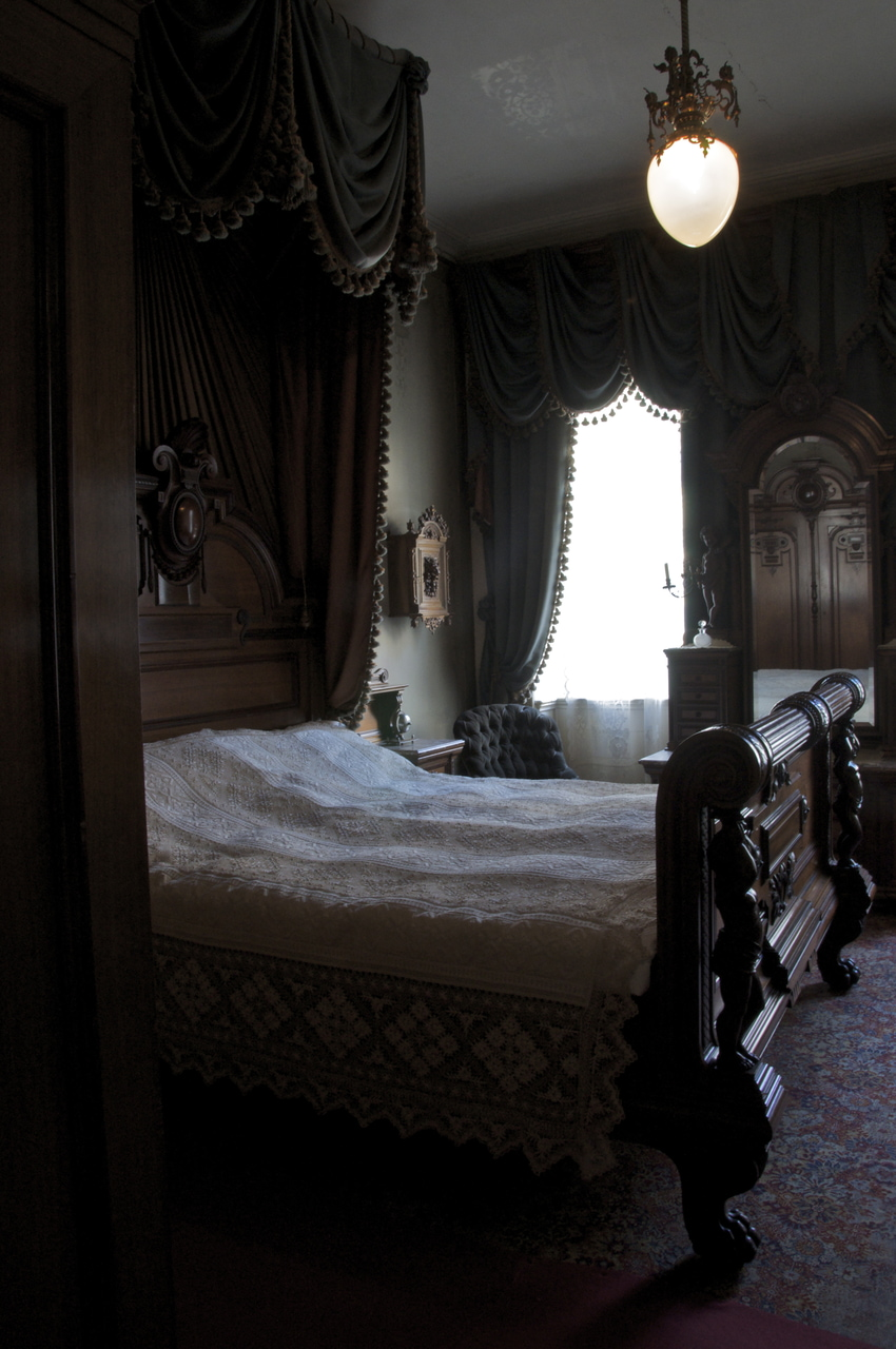 Night aesthetic dark paradise aesthetic pictures dream rooms inspiration dream. Vintage Bedroom Discovered By Koffee On We Heart It
