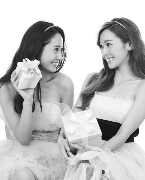 http://data.whicdn.com/images/49033781/snsd_jessica_krystal_stonehenge_pictures_(2)_large.jpg