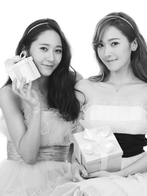 http://data.whicdn.com/images/49033806/snsd_jessica_krystal_stonehenge_pictures_(1)_large.jpg