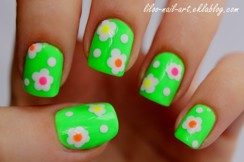 Moyra 66 / Nail art Flower power ^^ ...